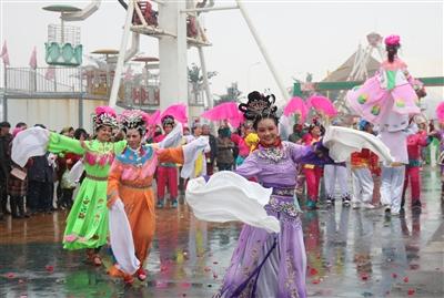 医闹群体事件囹�a_这个正月十五,盘锦市民和周边游客,在冰与雪,光与影中度过了一个欢乐